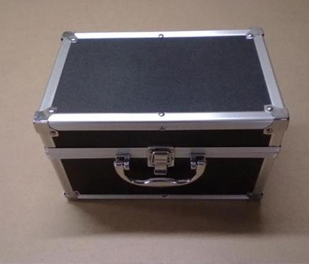 防震器材箱