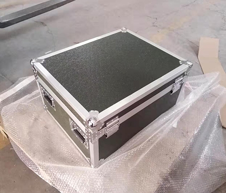 了解定制铝箱需要注意板材的分类